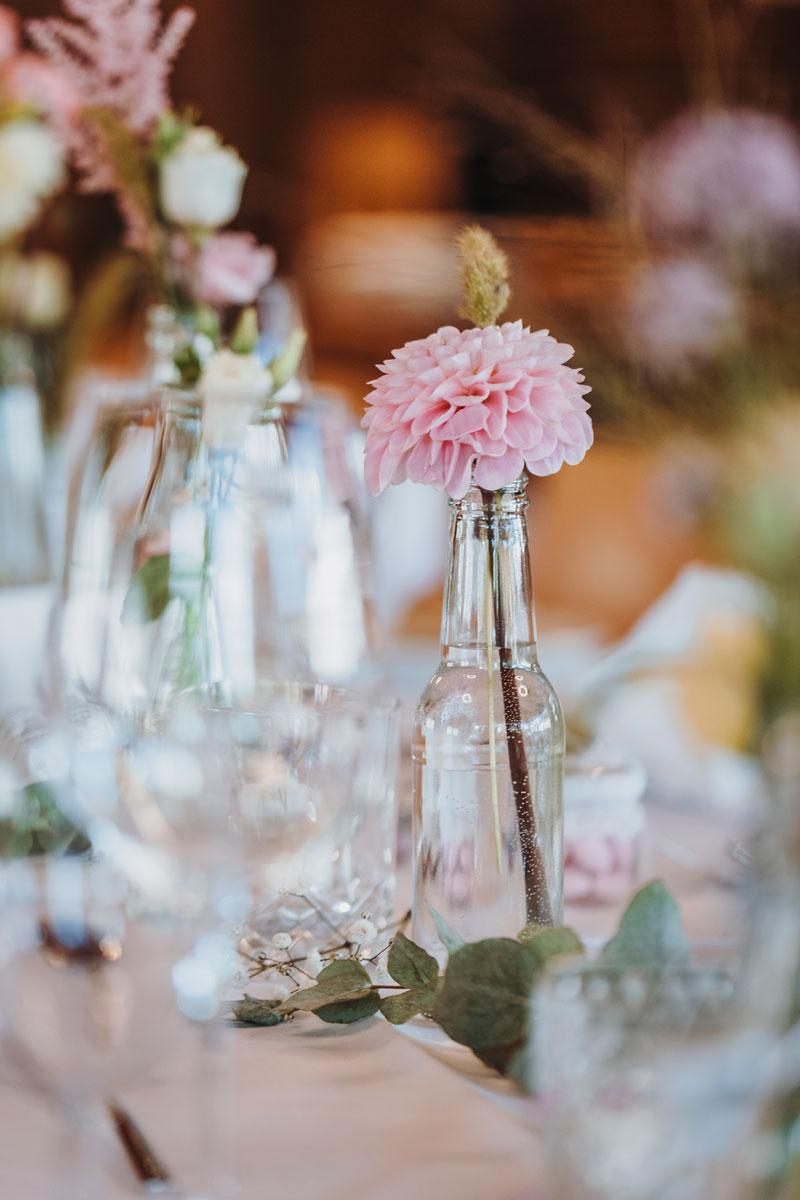 Tischekoration Hochzeit, Blumengeschäft Rain, Blueme ond Meh